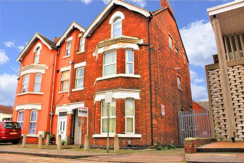 2 bedroom flat for sale - WOBURN ROAD , MK40
