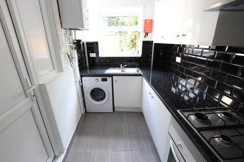3 bedroom terraced house to rent - Tottenhall Road, Palmers Green N13