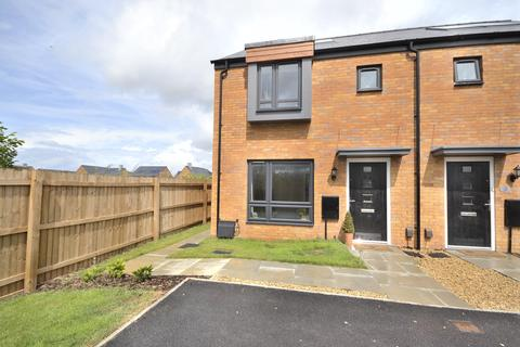 3 bedroom semi-detached house for sale - Amberiod Drive, Bishops Cleeve, GL52