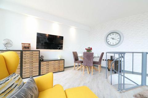 3 bedroom flat for sale - Lumina Building, Canary Wharf, E14