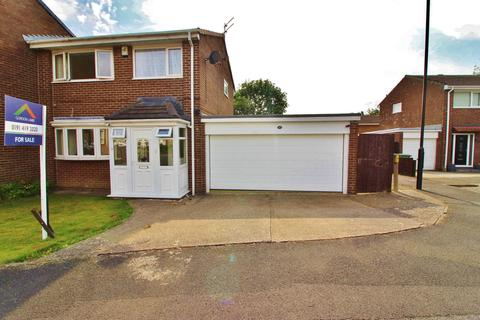 3 bedroom semi-detached house for sale - Dilston Close, Oxclose, Washington, Washington, Tyne And Wear, NE38