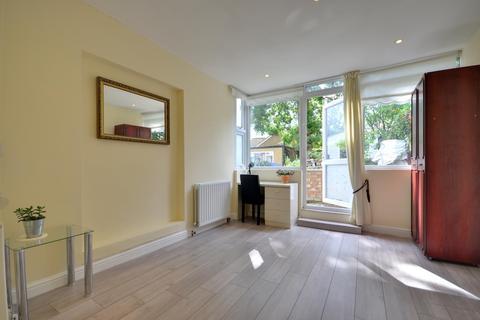 Studio to rent - Swakeleys Road, Ickenham, Middlesex, UB10 8DN