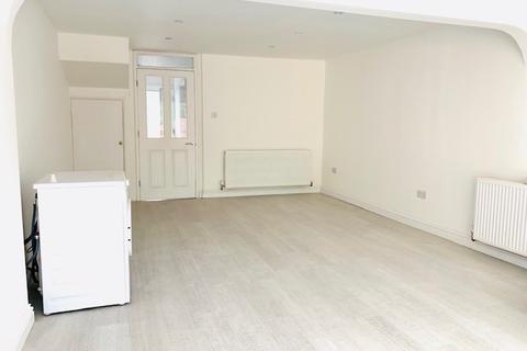 2 bedroom terraced house to rent - Frayslea, uxbridge, Middlesex, UB8
