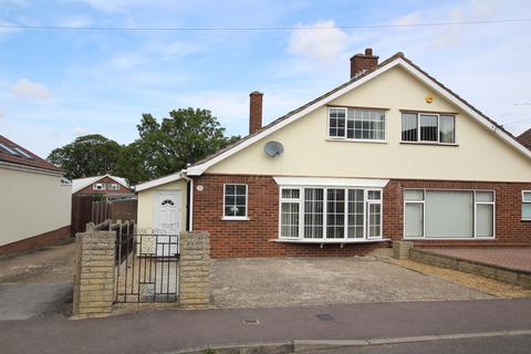 3 bedroom semi-detached bungalow for sale - Garden Close, Royston