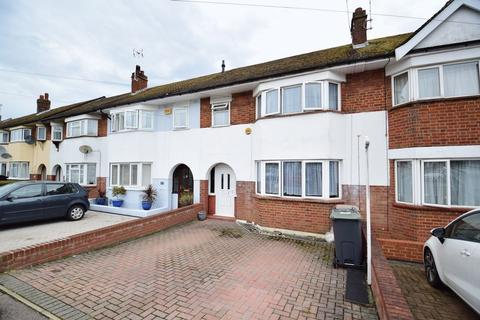 3 bedroom terraced house - Wilsden Avenue, Luton