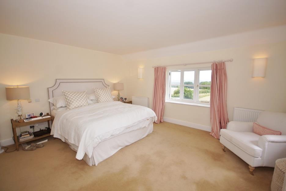 Icomb Proper   Master Bedroom.jpg