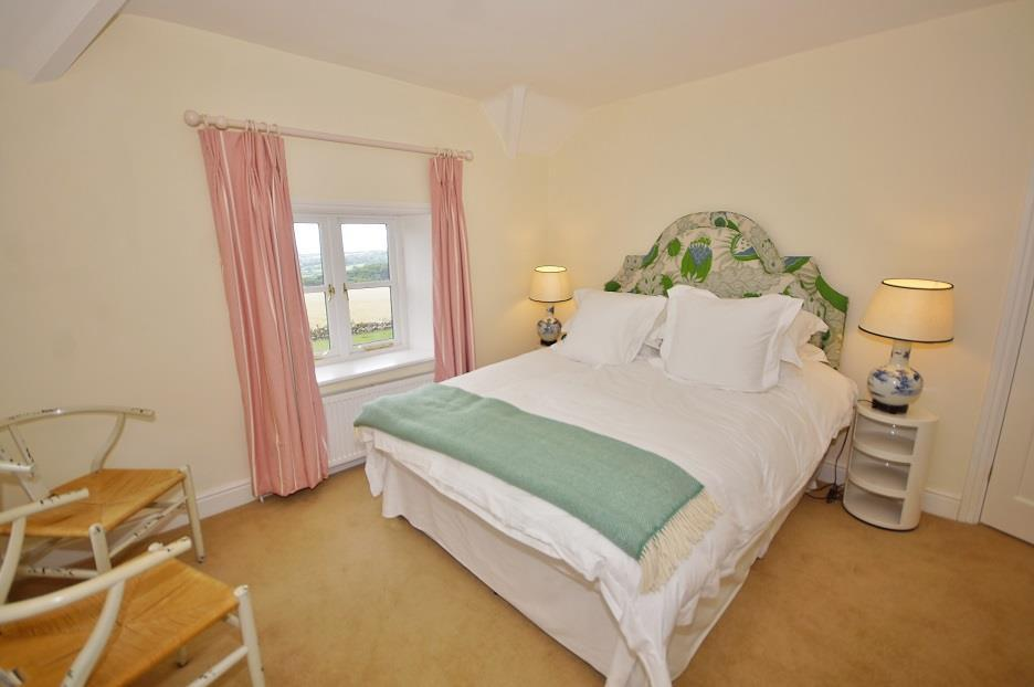 Icomb Proper   Bedroom 2.jpg