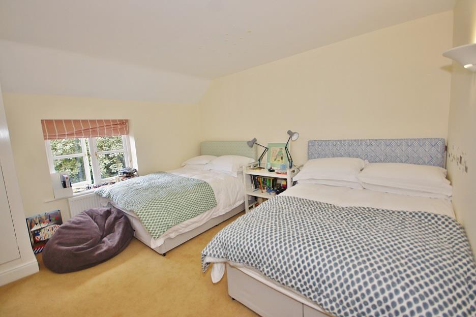 Icomb Proper   Bedroom 3.jpg
