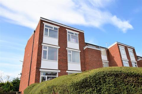 2 bedroom flat for sale - Woodlands Court, Barry