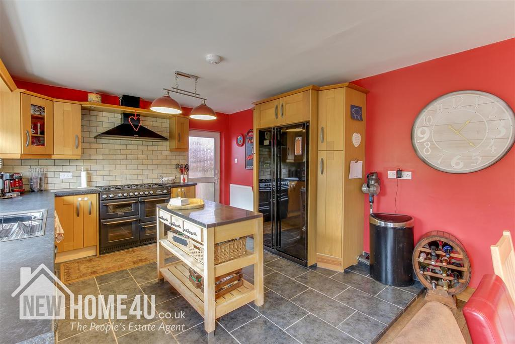 Kitchen/ dining: