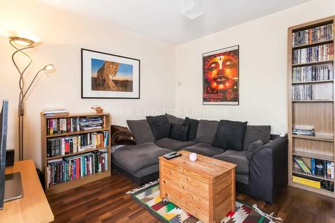 3 bedroom flat to rent - Rowfant Road, Tooting Bec, SW17