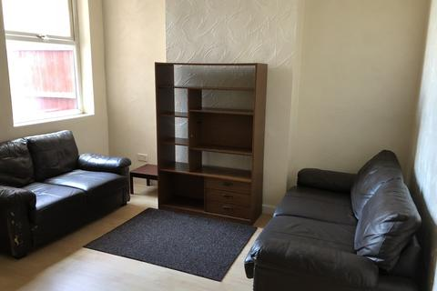 4 bedroom terraced house to rent - Beaconsfield Crescent, B12