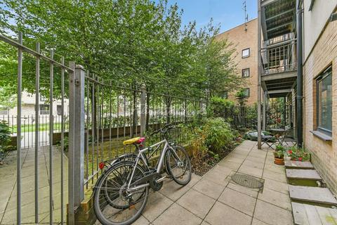2 bedroom flat for sale - Julius House, E14
