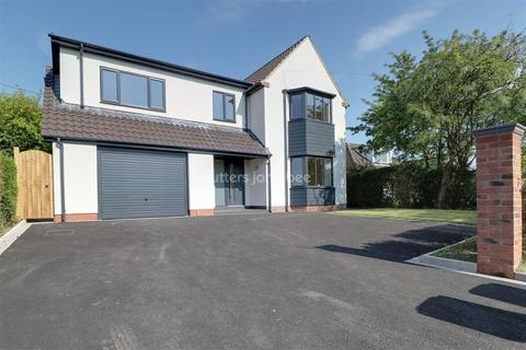5 bedroom detached house for sale - Stoke-on-trent