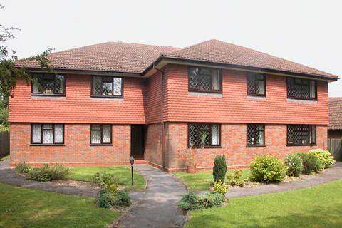 2 bedroom flat to rent - Chiltern Court, Tudor Park, Amersham, HP6