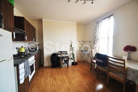 3 bedroom flat to rent - West Ham Lane, E15
