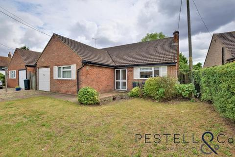 3 bedroom detached bungalow to rent - Causeway End Road, Felsted