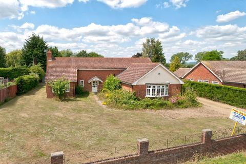 4 bedroom detached bungalow for sale - Whetsted Road, Five Oak Green