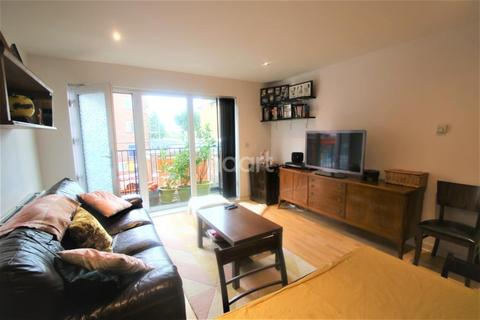 2 bedroom flat to rent - Recovery Street, SW17