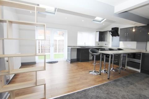 3 bedroom semi-detached house to rent - Shelley Grove, Droylsden