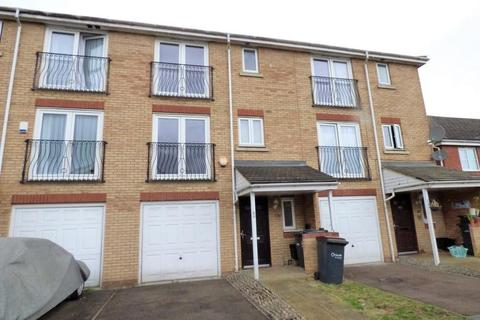 4 bedroom townhouse to rent - Primrose Cl, Luton, Bedfordshire, LU3 1EY