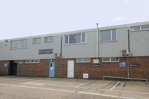 Industrial unit to rent - OFFICE/INDUSTRIAL BUILDING WITH PARKING TO LET