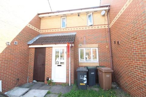 2 bedroom terraced house for sale - Acworth Crescent, Luton