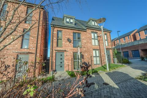 3 bedroom townhouse for sale - Park View Avenue, Low Fell, Gateshead