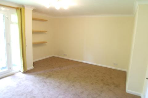 3 bedroom flat to rent - Robin Way, Staines, Middlesex, TW18 4RL