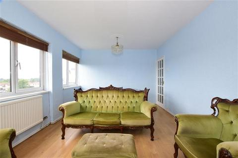 2 bedroom flat for sale - Beehive Lane, Ilford, Essex