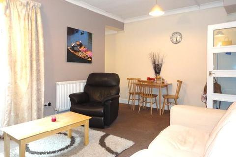 2 bedroom flat to rent - Ferndale Road, London, London