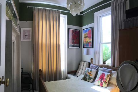 Studio to rent - Brunswick Square Artist Residence By Alez ez