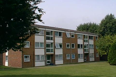 2 bedroom flat to rent - Brendans Close, Hornchurch RM11