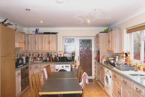 House share to rent - Mays Close, Reading