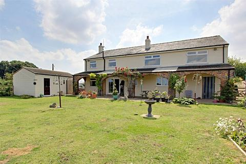 5 bedroom detached house for sale - East Lambwath Road, Withernwick, Hull, East Yorkshire, HU11