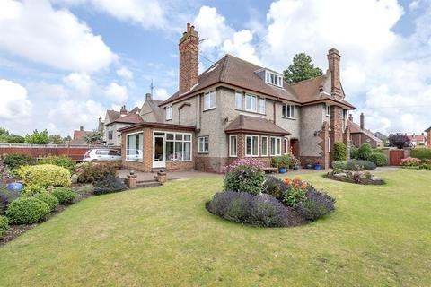 5 bedroom detached house for sale - Kingsgate, Bridlington, YO15 3PL