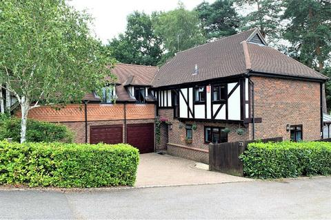 4 bedroom detached house for sale - Youlden Drive, CAMBERLEY, Surrey