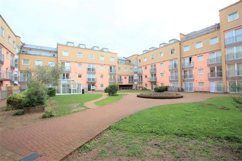 2 bedroom flat for sale - Wooldridge Close, Feltham, Greater London