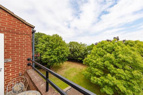 1 bedroom flat for sale - Ollgar Close, W12