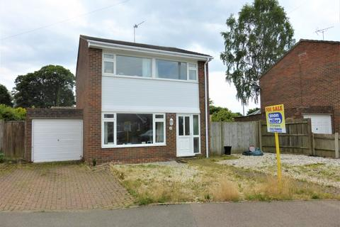 3 bedroom detached house for sale - Cayser Drive, Kingswood
