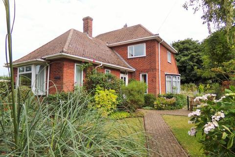 3 bedroom detached house for sale - The Warren, Cromer