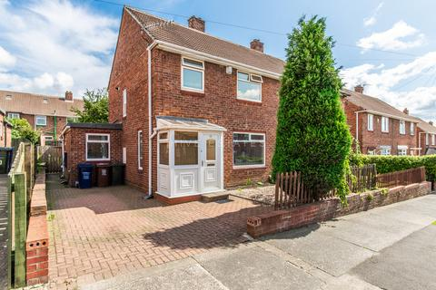 3 bedroom semi-detached house for sale - Wycliffe Avenue, Montagu Estate, Newcastle Upon Tyne