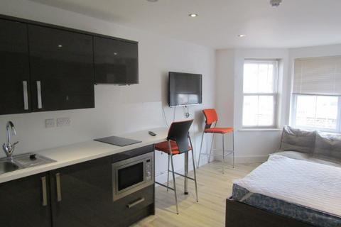 Studio to rent - High Road, Southampton