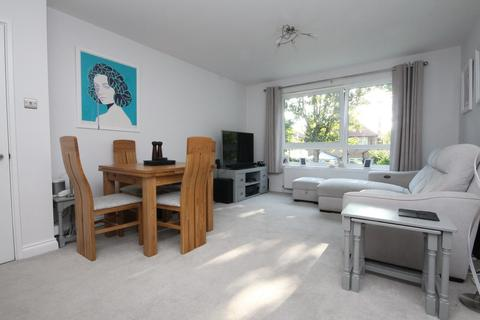 2 bedroom flat for sale - Norwich Court, Pevensey Garden, Worthing BN11 5PG