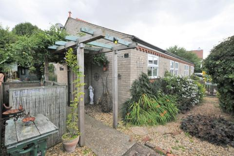 2 bedroom semi-detached bungalow for sale - Long Lane, Fowlmere
