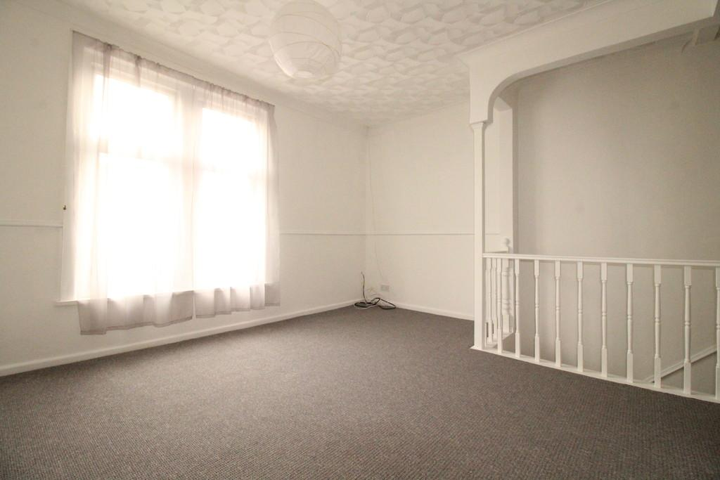 new road, portsmouth 2 bed flat for sale - 145,000