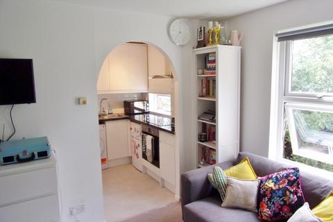 Studio for sale - Imaculate studio apartment