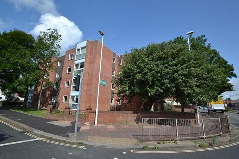 2 bedroom flat to rent - Northcourt Road, Worthing, West Sussex, BN14 7DE