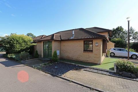 2 bedroom detached bungalow for sale - Portchester Court, Great Holm, Milton Keynes