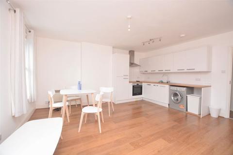 2 bedroom flat to rent - High Road, Uxbridge